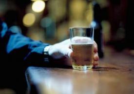 Отец алкоголик за квартиру не платить