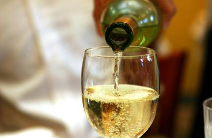 Белое вино при беременности: можно ли-4